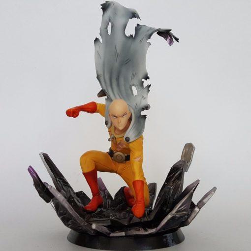figurine saitama one punch man en combat